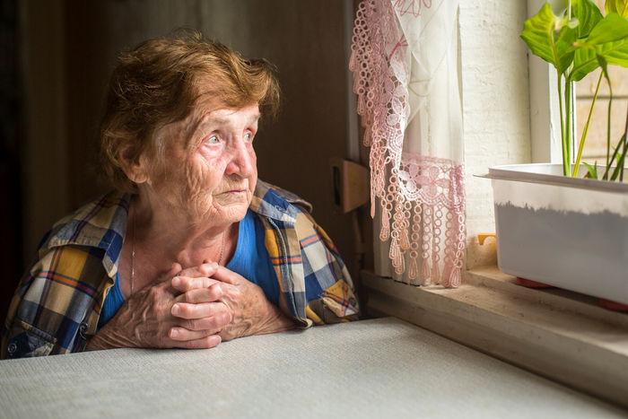 انتقال کرونا به سالمندان